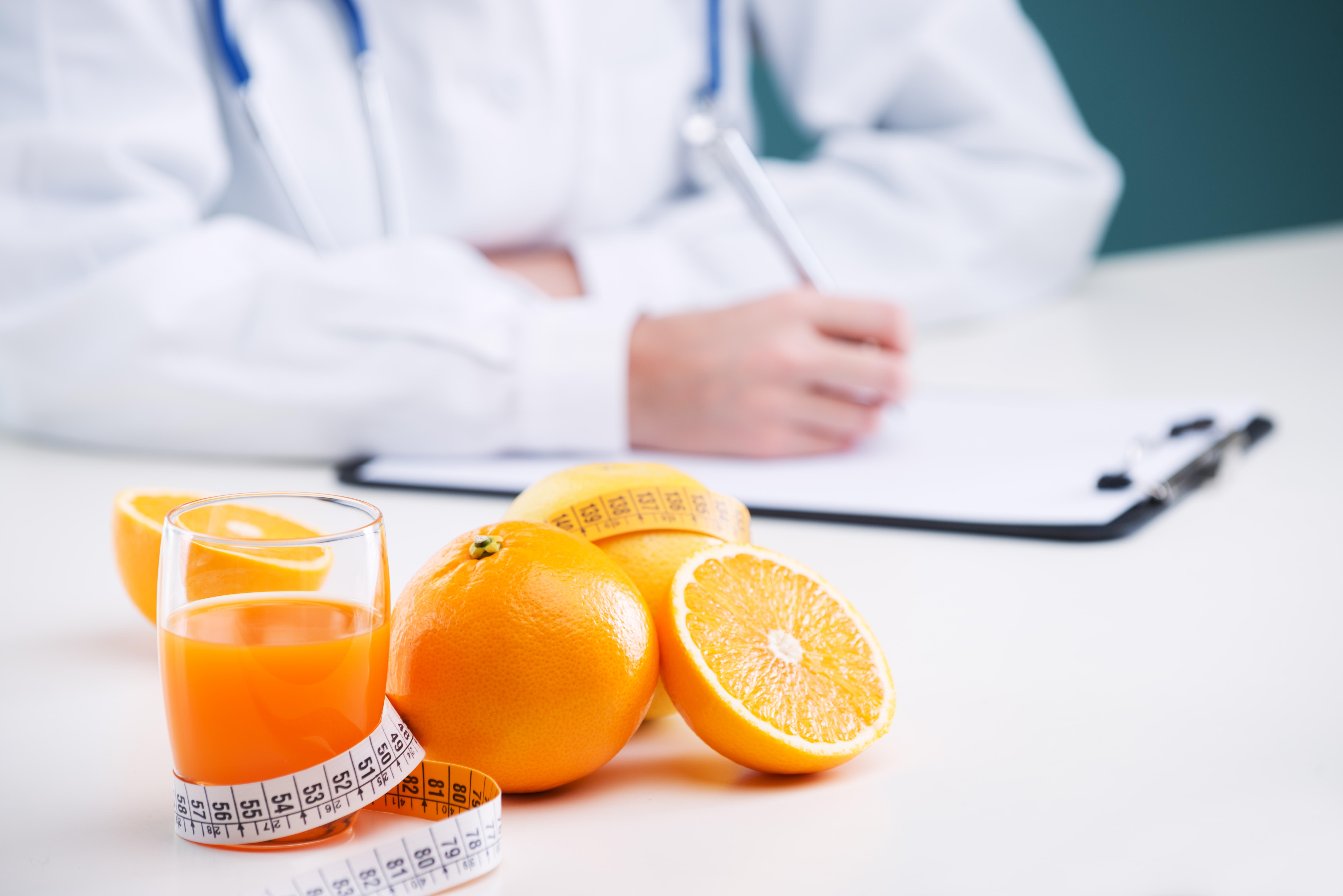 La importancia de la vitamina C en personas fumadoras
