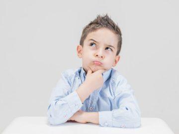 imagen de niño pensando