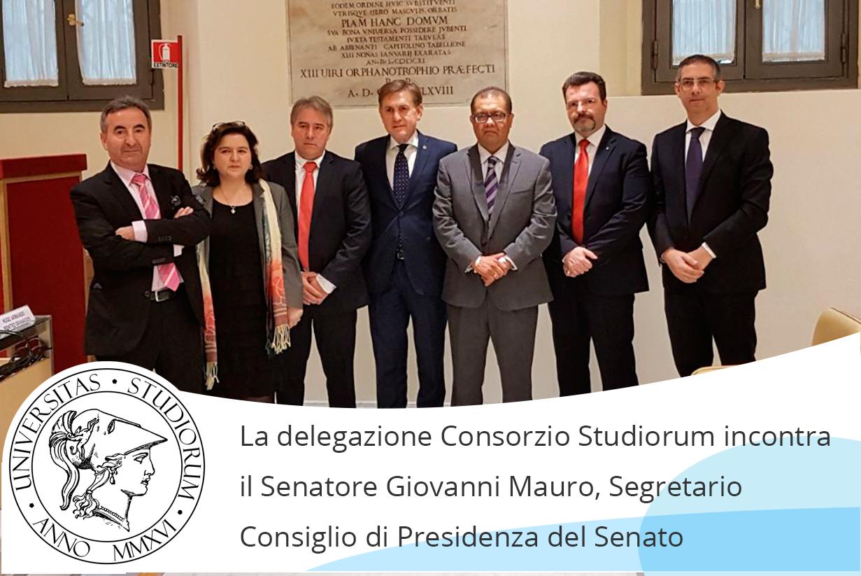 Abajo en la imagen, la delegación oficial del Consorcio junto al senador Giovanni Mauro