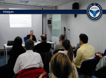 Ex analista de la CIA relata su experiencia con alumnos de Iniseg | Iniseg